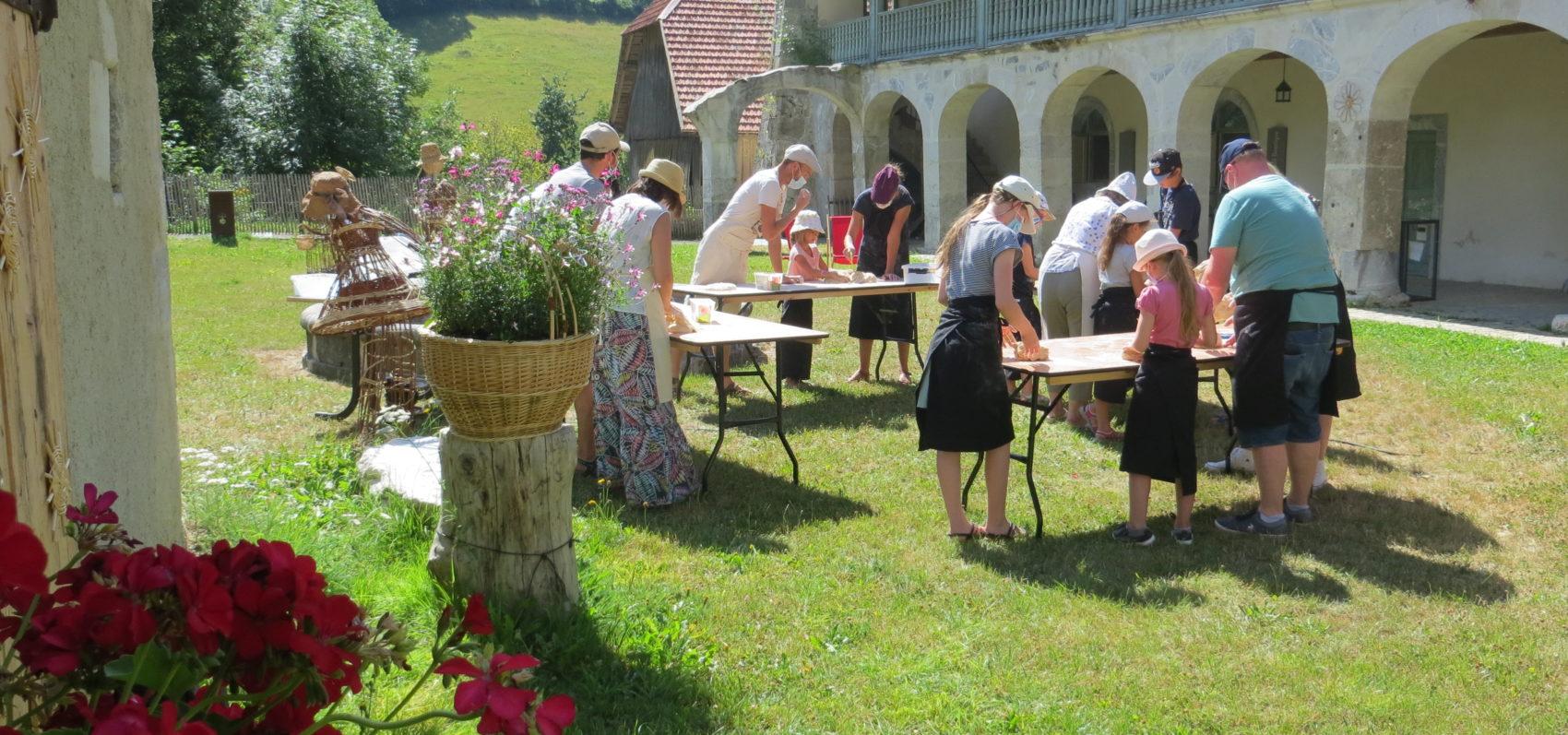 Atelier de fabrication de pain au four de la Chartreuse d'Aillon