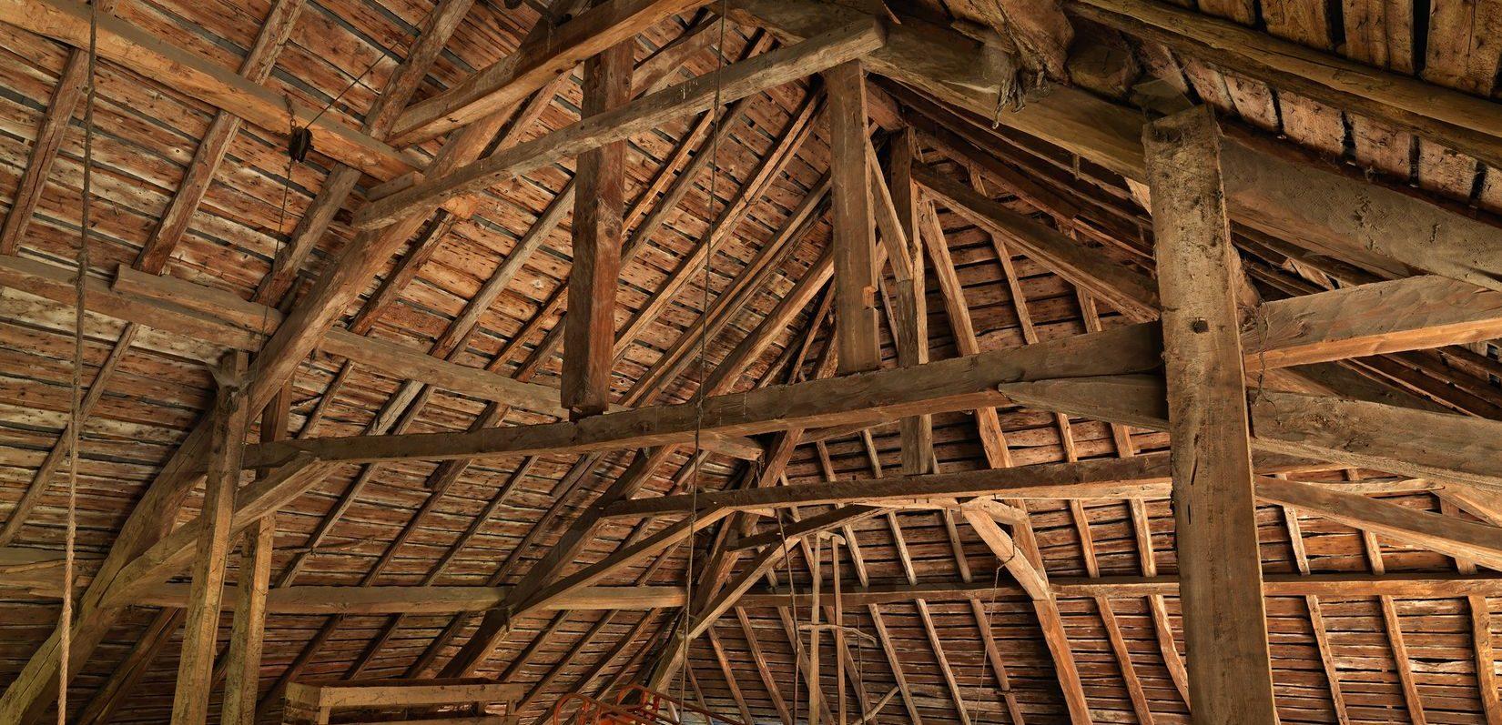 Charpente dans un bâtiment inventorié par le Parc et la Région Auvergne Rhône Alpes, dans le massif des Bauges